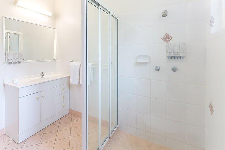Bathroom-one-bedroom-beachfront-unit-1
