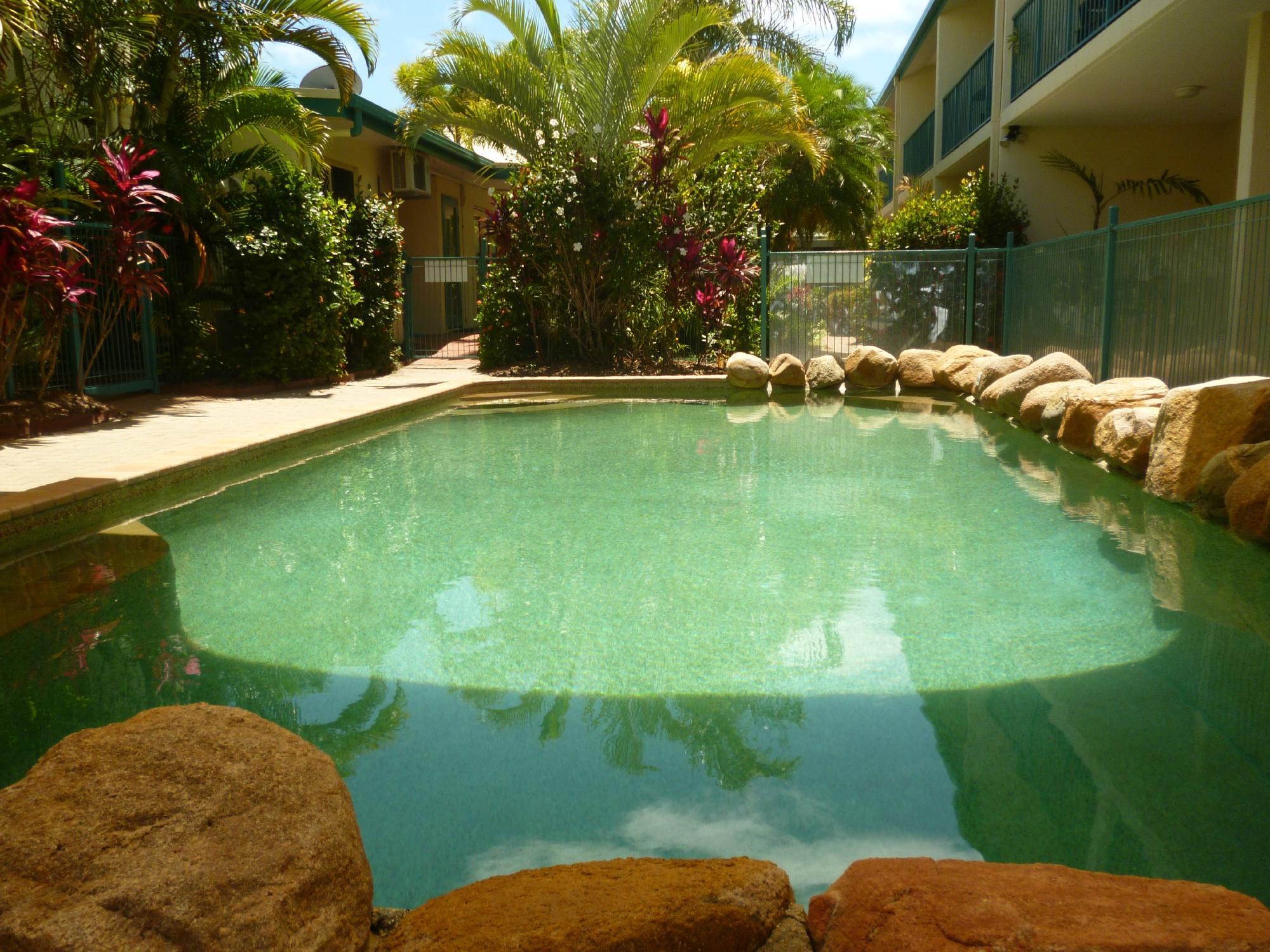 pool-sailsonhorseshoe